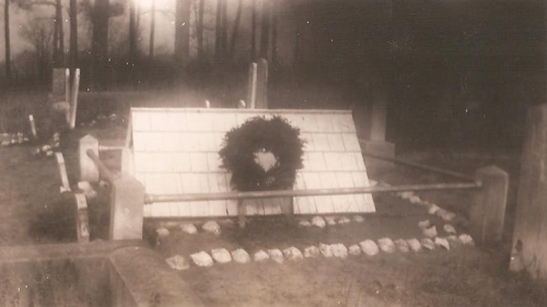 The grave of Elijah Daisey (1888-1891) near Bayard, Delaware, photographed in 1947. Courtesy of Joan Howard.